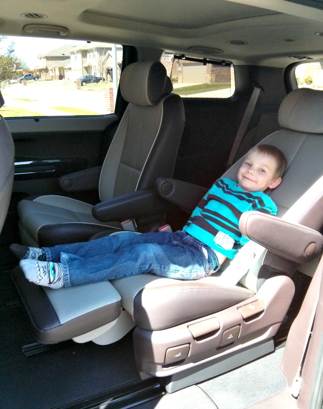 2015 Kia Sedona SX-L Middle Row Foot Rests