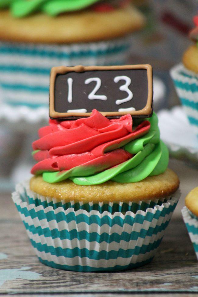 Back to School Chalkboard Cupcakes from JennsRAQ.com Fun DIY from scratch