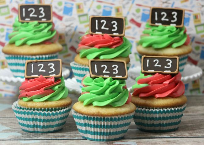 Back to School Chalkboard Cupcakes from JennsRAQ.com Fun DIY