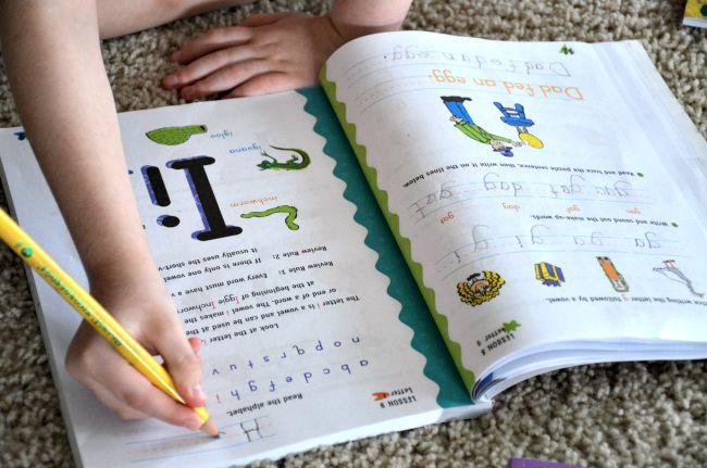 Horizons Kindergarten Phonics & Reading Set Lesson Example as seen on JennsRAQ.com
