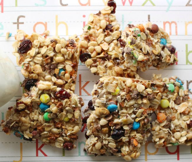 Kitchen Sink Granola Bars are perfect for a lunch box treat - As seen on JennsRAQ.com