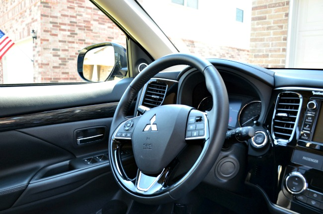 2016 Mitsubishi Outlander SEL Driving Controls and Features