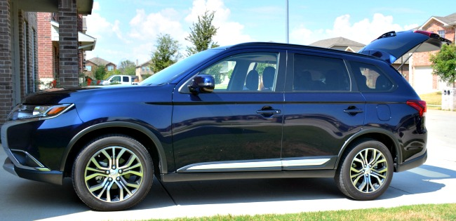 2016 Mitsubishi Outlander SEL as seen on JennsRAQ.com