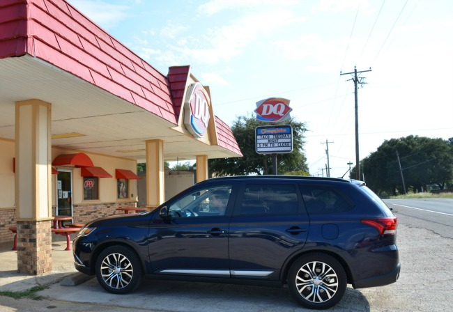 2016 Mitsubishi Outlander SEL at the Texas Stop Sign - Dairy Queen