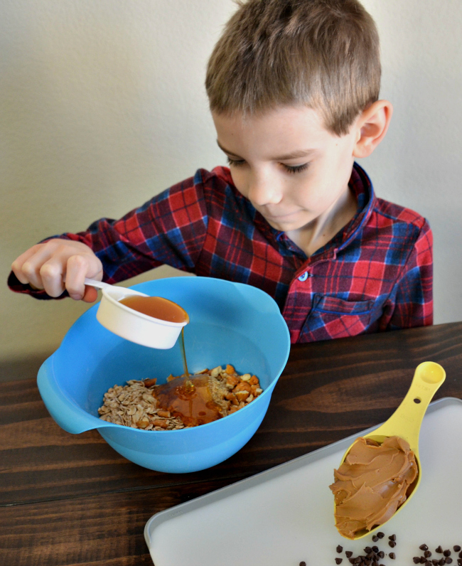 Kids can help with a delicious snack that is easy to make. Try Goldfish Crackers Pretzel Flavor in my Peanut Butter Pretzel Balls snack #GoldFishSmile #Walmart AD as seen on jennsRAQ.com