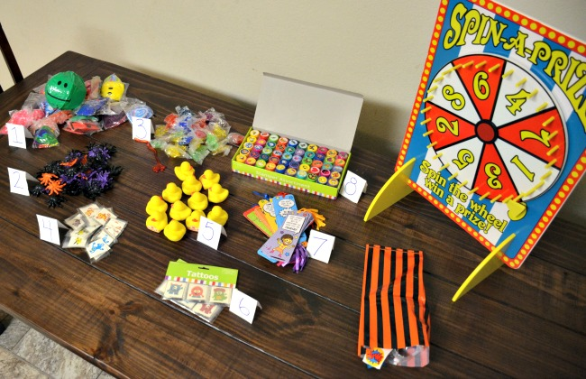 A New Spin on Birthday Favor Bags as seen on JennsRAQ.com - Pick a Prize