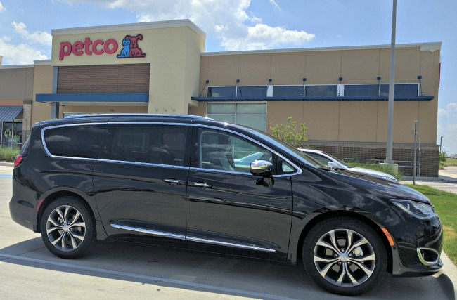 The all new 2017 Chrysler Pacifica is an amazing family vehicle