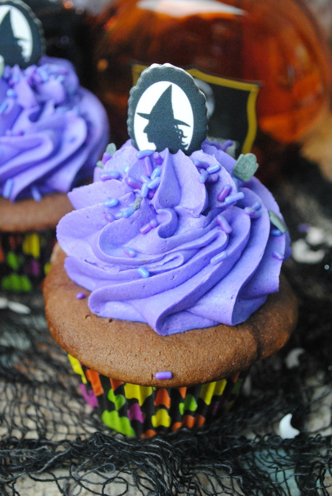 Frighteningly Tasty Halloween Cupcakes as seen on JennsRAQ.com - Easy to decorate and yummy to eat