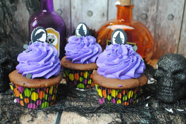 Frighteningly Tasty Halloween Cupcakes as seen on JennsRAQ.com - They are easy to make and decorate