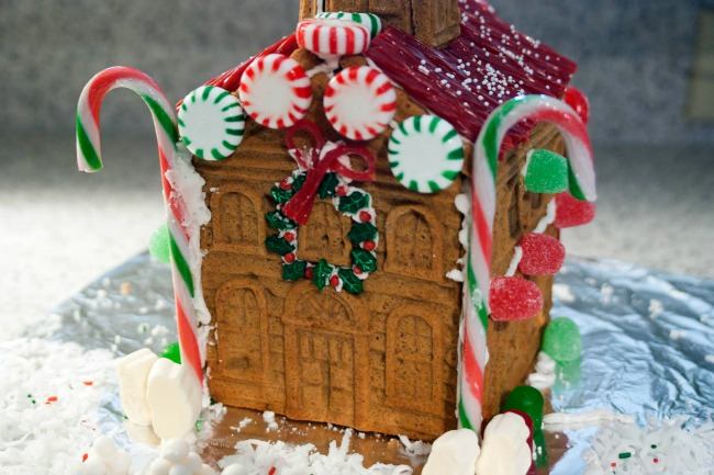 Last Minute Christmas Party Ideas - Gingerbread House Competition Party