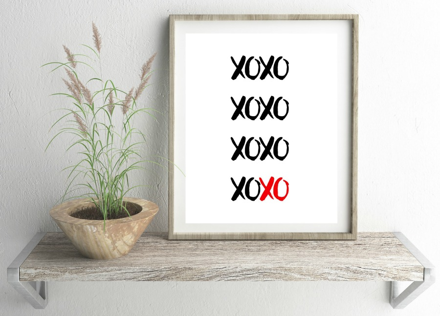 Printable Valentines Day Decor XOXO as seen on JennsRAQ.com
