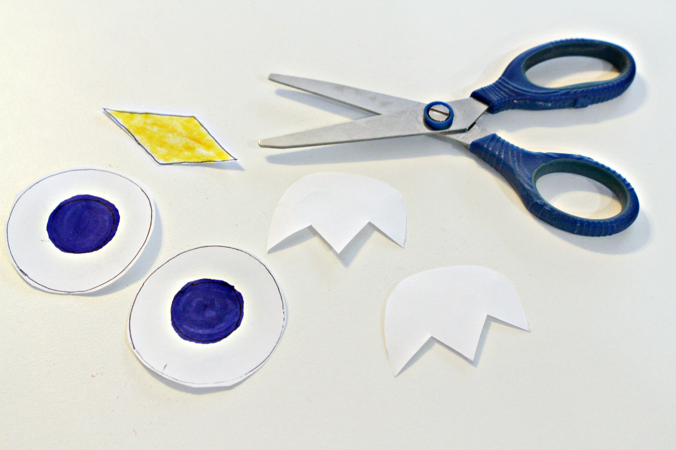 Owl Paper Plate Craft - Making the eyes feet and beak & Paper Plate Owl Craft- Real And Quirky