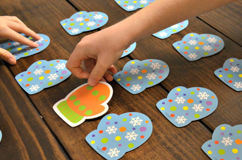Activities to Keep Kids Busy Over Winter Break - Marvelous Matching Mittens Game for math